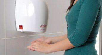 Το στέγνωμα των χεριών με αέρα εξαπλώνει τα μικρόβια περισσότερο