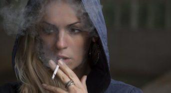 Αντικαπνιστικός νόμος: Πού απαγορεύεται πλέον το κάπνισμα – Τσουχτερά πρόστιμα