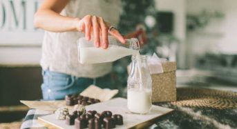 Τα 8 «ύπουλα» σημάδια που δείχνουν ότι πρέπει να σταματήσουμε να πίνουμε γάλα